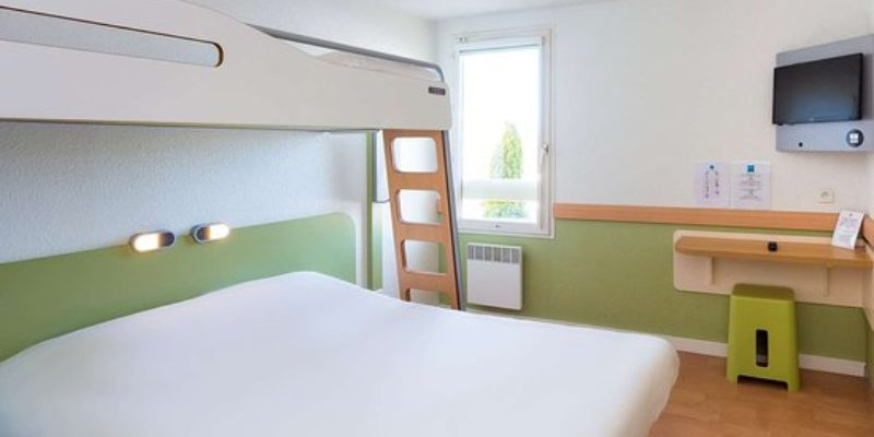 Hôtel bureau ** 49 chambres   Bretagne